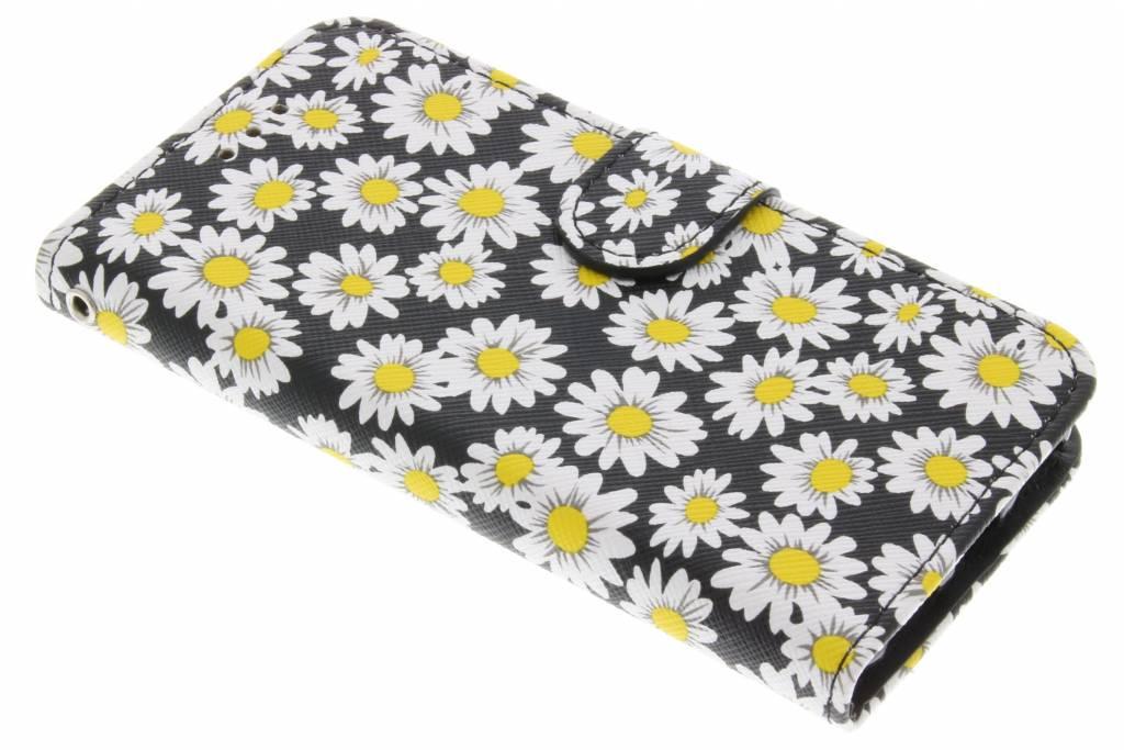 Zwarte met witte bloemetjes daisy TPU booktype hoes voor de iPhone 7