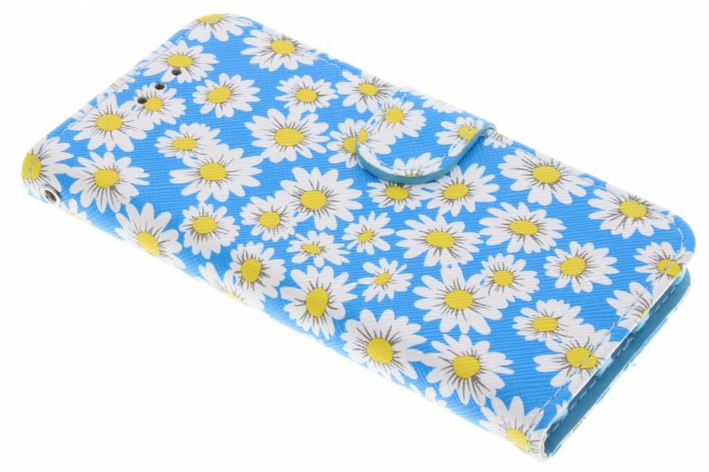 Blauwe met witte bloemetjes daisy TPU booktype hoes voor de iPhone 8 / 7