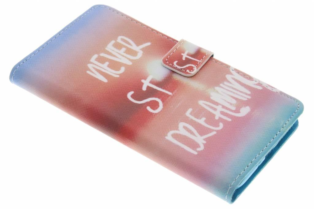 Never stop dreaming design TPU booktype hoes voor de Samsung Galaxy J7 (2016)