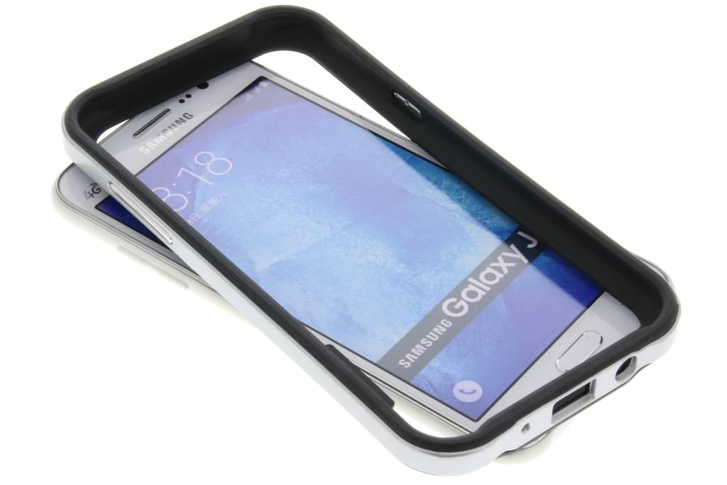 Zilveren bumper voor de Samsung Galaxy J5