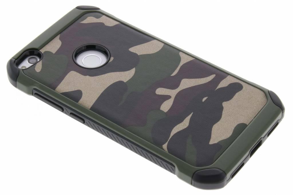 Groene army defender hardcase hoesje voor de Huawei P8 Lite (2017)