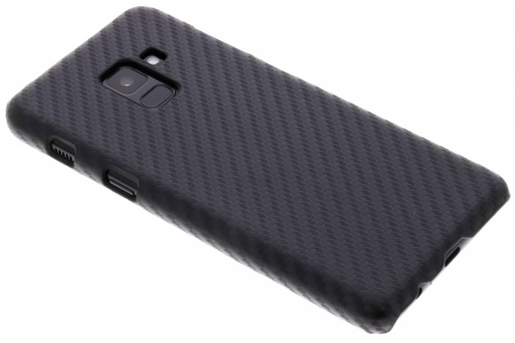 Zwart carbon look hardcase hoesje voor de Samsung Galaxy A8 (2018)