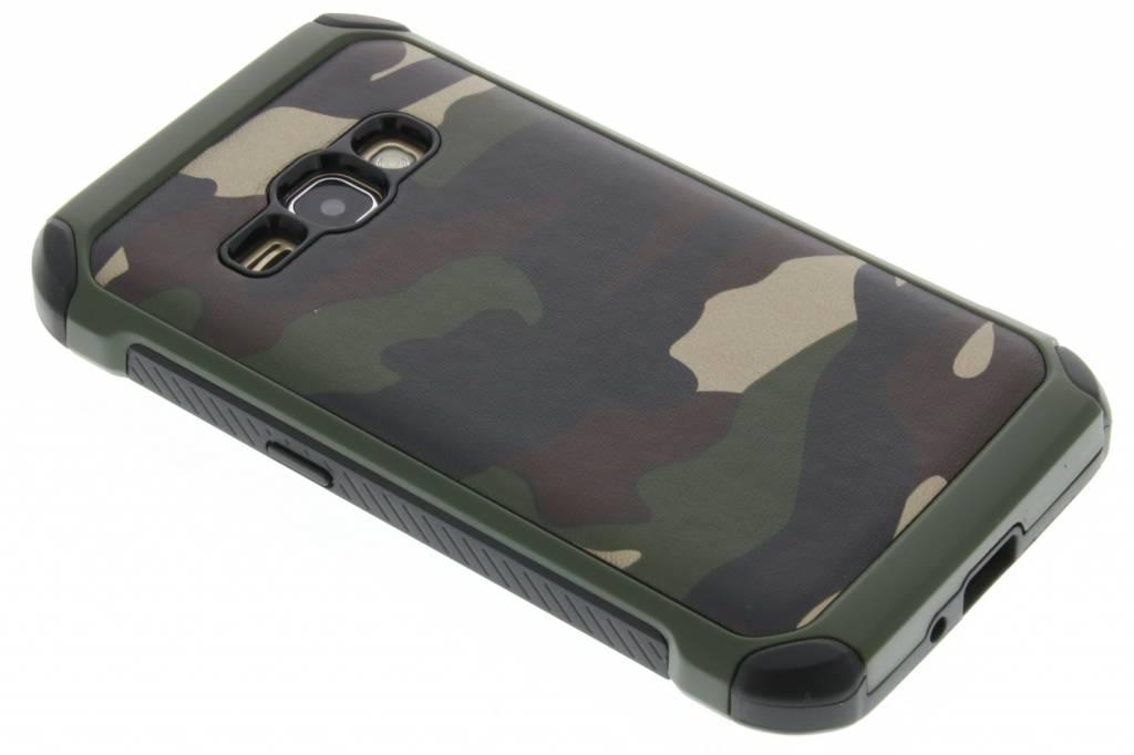 Groen army defender hardcase hoesje voor de Samsung Galaxy J1 (2016)