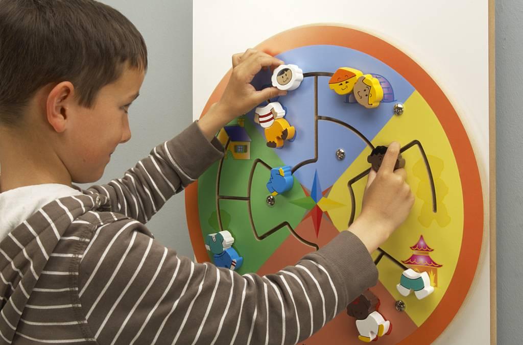 Wandspielzeug wand spielzeug aus holz für kinder und