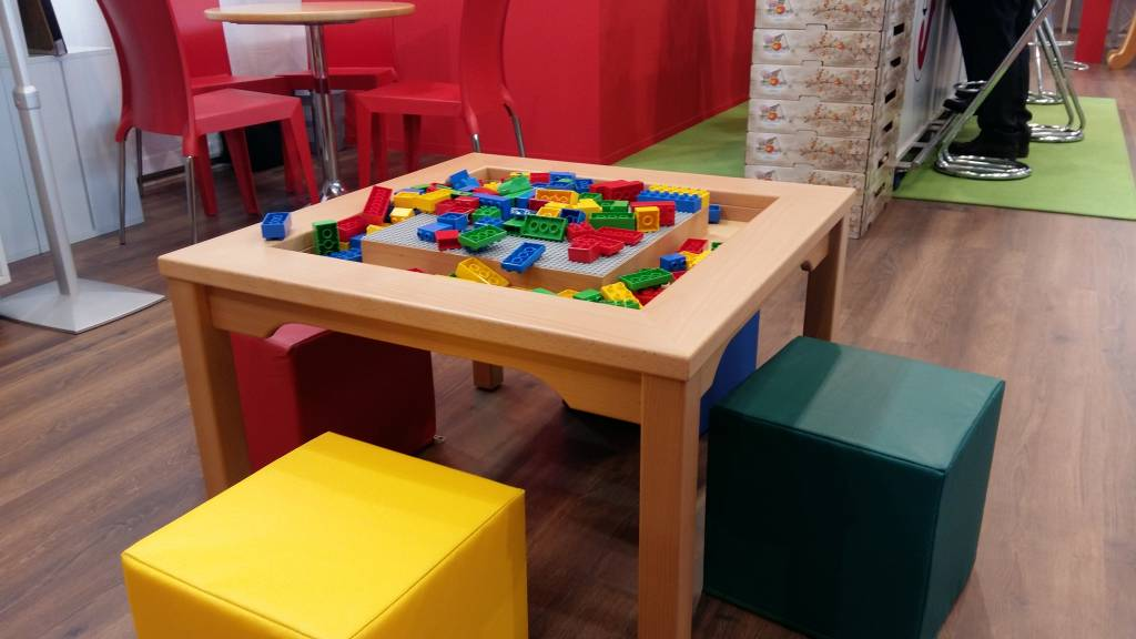 duplo tisch duplo spieltisch mit 4 st hlen spieltischshop. Black Bedroom Furniture Sets. Home Design Ideas