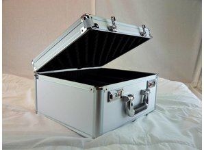 Aluminium koffer nieuw met vakken die verstelbaar zijn.