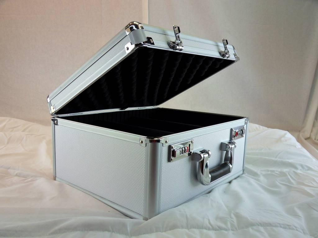 aluminium koffer nieuw met vakken die verstelbaar zijn. Black Bedroom Furniture Sets. Home Design Ideas