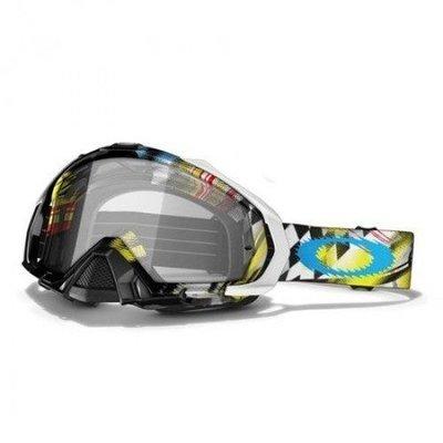 3bc5d14696ad2 Protetor de nariz removível incluído.   Inclui duas lentes, Transparente e  no cinza escuro, fumê.   7 Tear-offs Oakley laminado incluído.