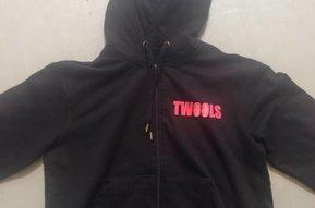 Unisex Hoodie met TWOOLS logo (zwart)