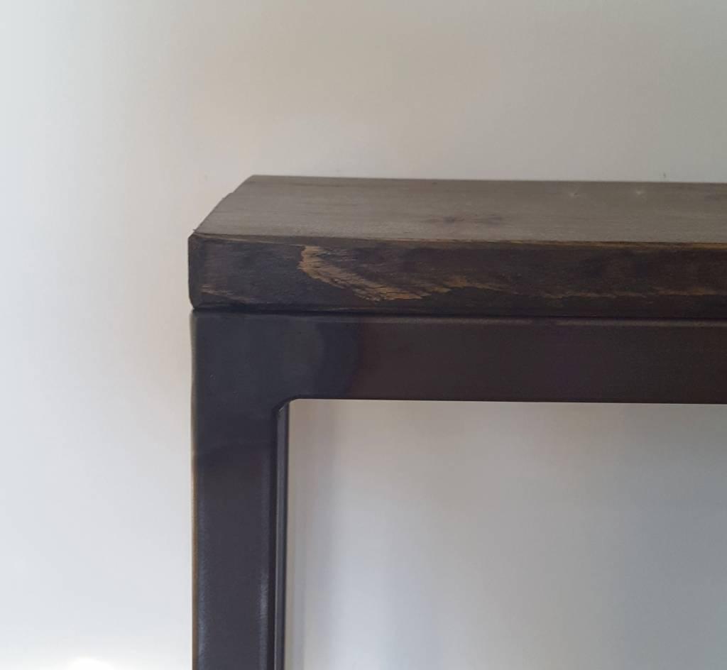 Stoer Metaal bank met ijzeren onderstel en houten zitting Stoer01