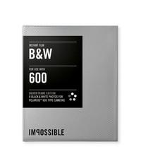 Кассета Polaroid 600 черно белая с серебряной рамкой