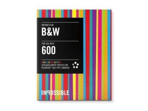 Черно-белая кассета Polaroid 600 с разноцветными рамками