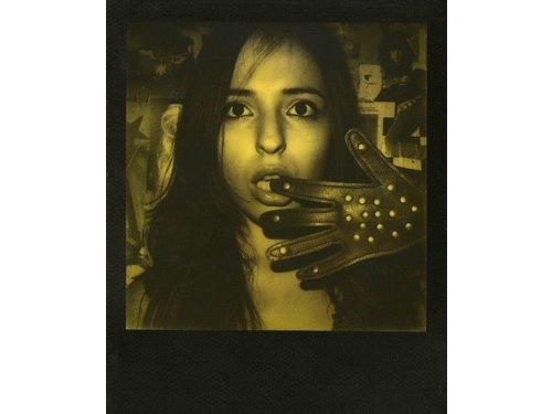 Пленка Polaroid 600 желто-черный эффект