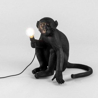 Zwarte zittende monkey lamp