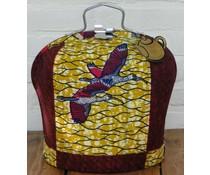 Design Tee Messe mit Batik-Stoff mit roten, gelben und schwarzen Akzenten