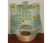 Design Teewärmer mit Sonnenblumen und grünen plaid