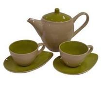 Moderne grüne Teekanne mit zwei modernen grünen Tee Tassen