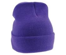 Gestrickte purple Wintermützen