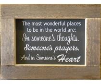 """Tekstbord voorzien van een lijst van steigerhout met thema """"The most wunderful places"""" (afmeting 26 x 42 cm)"""