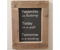 """Tekstbord voorzien van een lijst van steigerhout met thema """"YESTERDAY is History"""" (afmeting 26 x 42 cm)"""