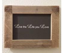 """Textplatte mit einer Liste von Gerüstholz mit Motto """"Lebe das Leben Sie Liebe"""" (Größe 26 x 42 cm) zur Verfügung gestellt"""