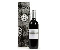 """Fles rode Italiaanse wijn """"Terre Forti Sangiovese Rubicone"""", inhoud 75 cl, verpakt in een luxe, zwart/zilver gedecoreerde wijn geschenkdoos"""