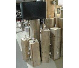 Lampenvoet gemaakt van oud steigerhout, afmeting 50 (hoogte) x 20 x 20 cm, vierkant model