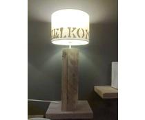 Lampenvoet, afmeting 40 x 6 x 6 cm, gemaakt van oud steigerhout (hoog model), voorzien van bedrading, grote fitting en een handschakelaar