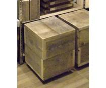 Kubus op 4 wielen (40 x 40 cm) gemaakt van oud steigerhout