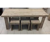 Tafel steigerhout met 6 bijpassende krukken (afmeting tafel 80 x 200 cm)