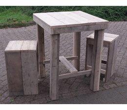 Square маса (80 х 80 см), изработени от дърво скеле с две табуретки!