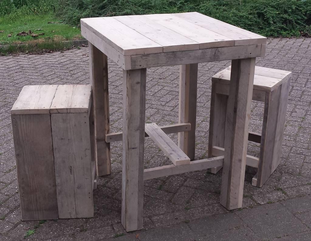 quadratischer tisch 80 x 80 cm aus holz ger st mit zwei hockern gemacht sch rzen kaufen. Black Bedroom Furniture Sets. Home Design Ideas