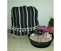 Design Theemuts met witte en zwarte strepen (inclusief rieten mandje met inleg)