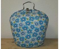 Design Theepot warmer (dessin witte ondergrond met blauwe bloemetjes)