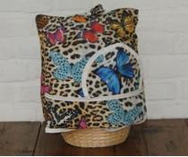 Design Theemuts (tijgerprint met mooie kleurige vlinders) incl. rieten mandje en bijpassende inleg