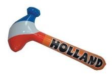 Funny Holland collectie 2017 │ Oranje opblaasbare hamers bedrukt de tekst HOLLAND (afmeting onopgeblazen: 88 x 30 cm)