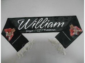 ♣ Polyester sjaaltjes voorzien van een eigen logo of tekst! Bij ons kunt u goedkope sjaaltjes voorzien van een eigen logo, afbeelding en/of tekst bestellen. De uiteinden van de sjaaltjes zijn voorzien van franjes. Afmeting: 145 x 18 cm.