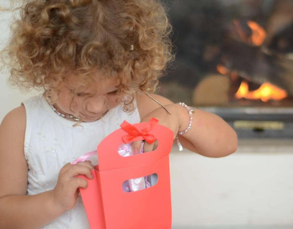 Verras kind, tiener en vrouw met 4 sieraden in een cadeautas!
