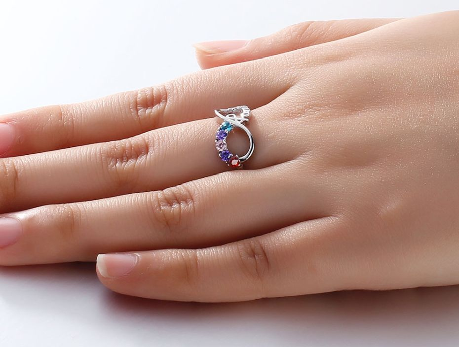 Ring with five birthstones 'family'