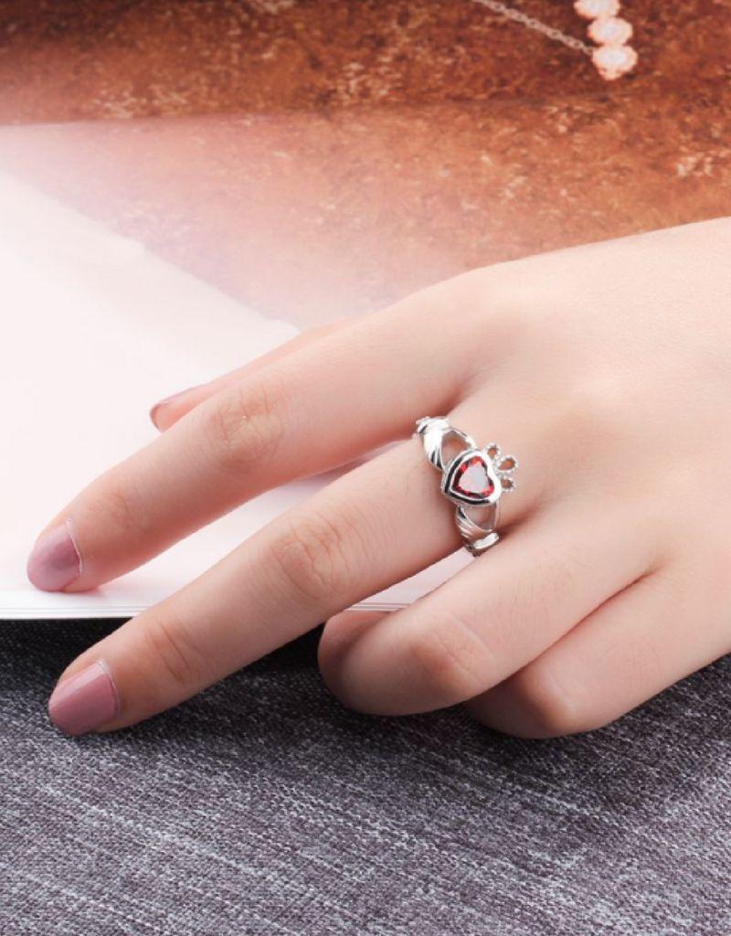 KAYA sieraden Zilveren ring met geboortesteen 'claddagh symbool'