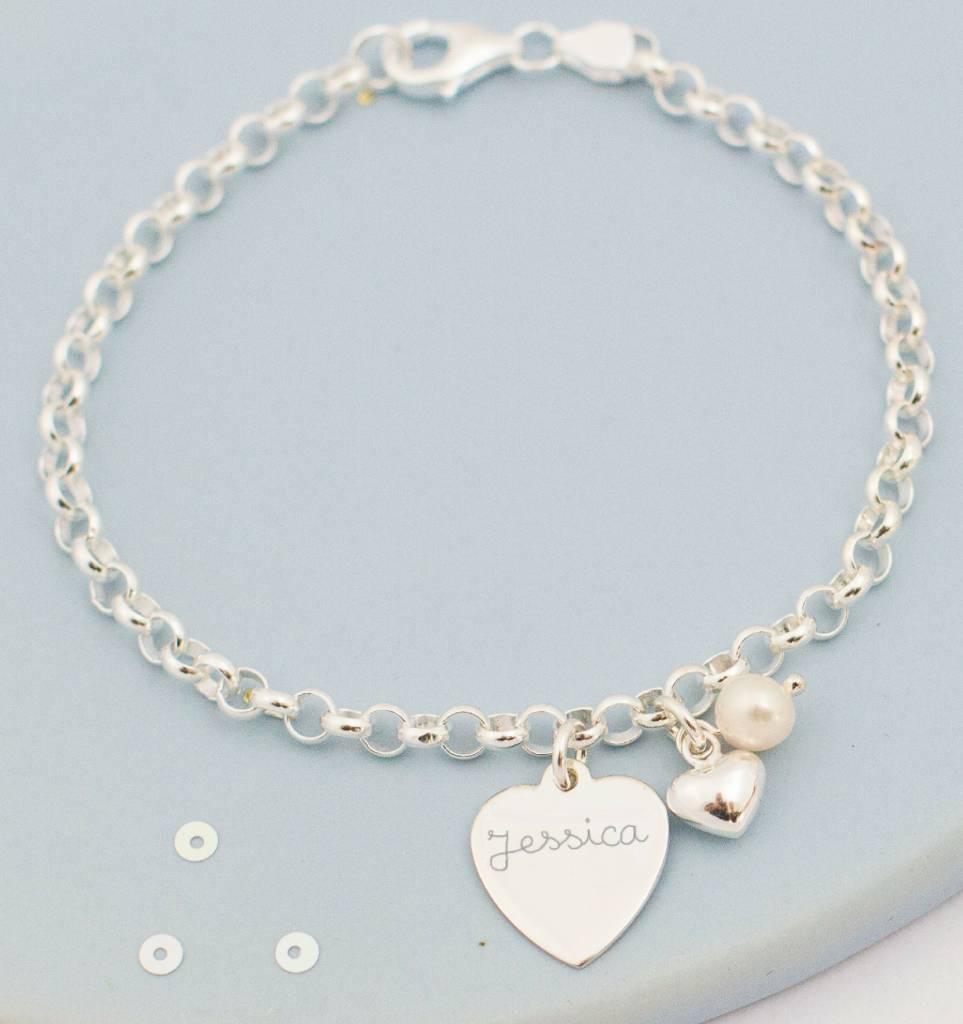 Zilveren armband 'Jasseron' met 2 graveerbedels, een parel en hartje