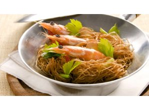 Steamed shrimp with bean vermicelli in clay pot