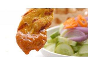 Kylling satay med agurkesalat
