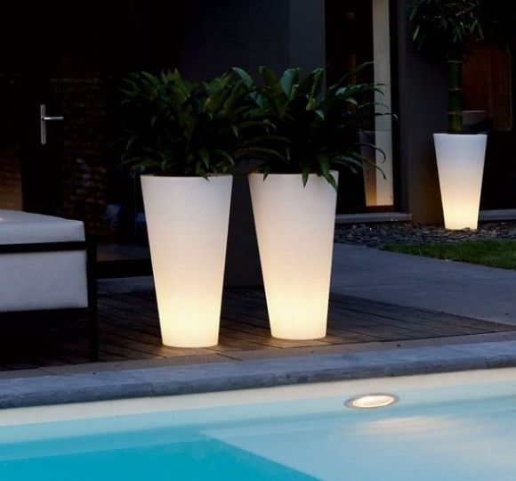 Elho Pure Straight High Led Light - Unieke verlichte bloempot voor zowel binnen als buiten!