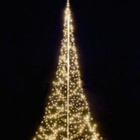 Arbre de Noël Fairybell H600cm / 600 lumières LED - Imposer arbre dans votre jardin ou propriété.