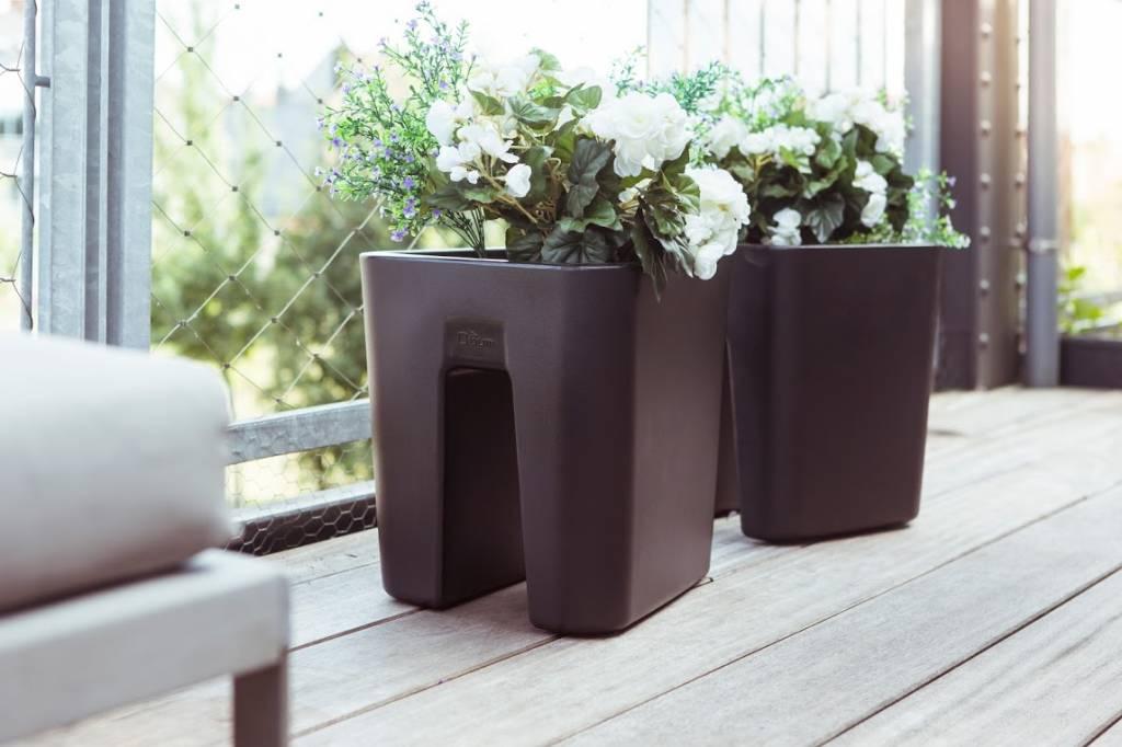 pot de fleur design interieur jardiniere interieur design pour bacs fleurs muraux with pot de. Black Bedroom Furniture Sets. Home Design Ideas