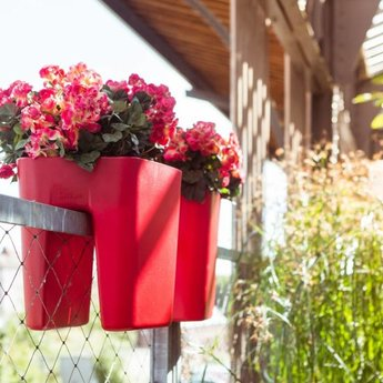 Otium Design Pendulum Square. Pot de fleurs de couleurs différentes pour intérieur et extérieur.