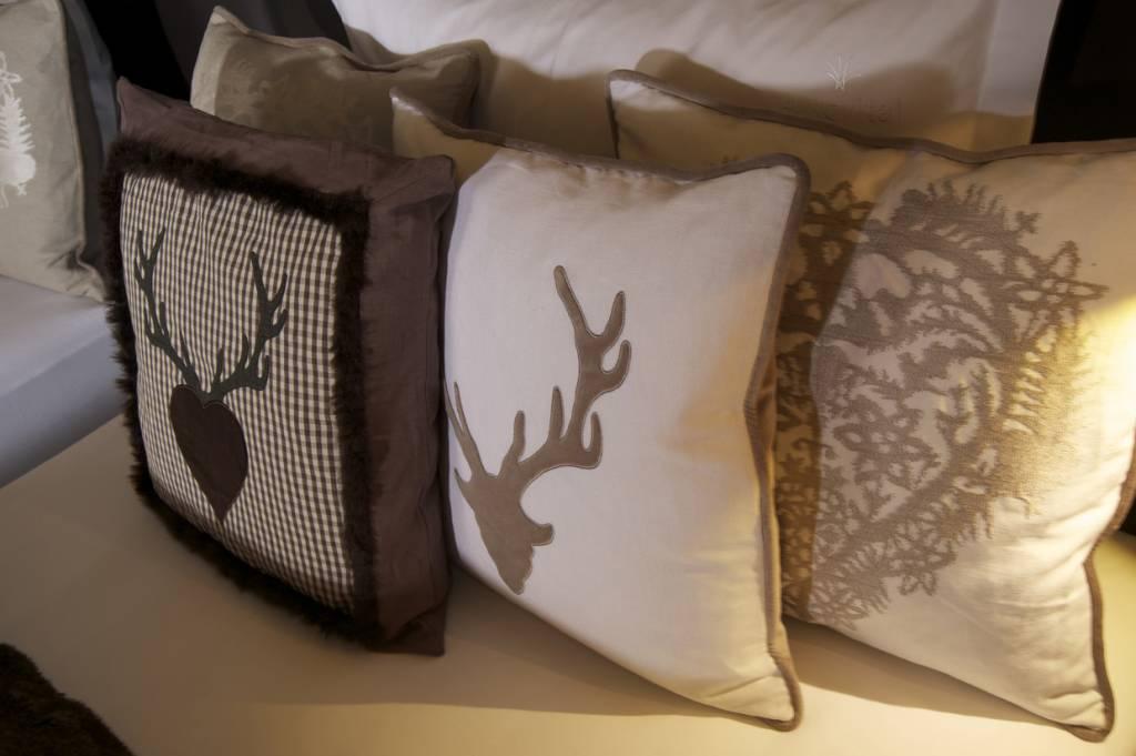kissenbez ge wohndekor m ller. Black Bedroom Furniture Sets. Home Design Ideas