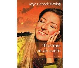 Bloemen in de nacht - Ietje Liebeek-Hoving
