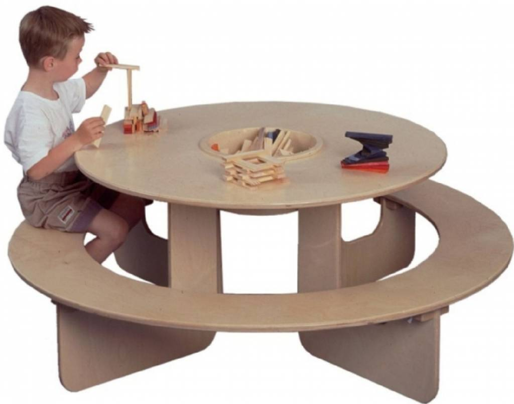 runder spieltisch aus holz kinderspiel. Black Bedroom Furniture Sets. Home Design Ideas